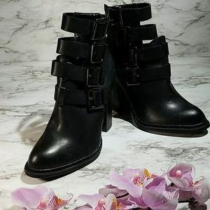 NWOT JustFab Isadore Ankle Boots
